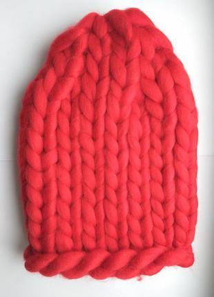 Шапка крупной вязки из мериноса, красный