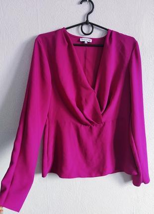 Малиновая блуза с защипами
