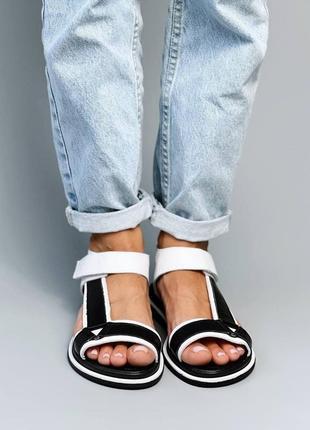 Босоножки женские черные белые кожаные на низком ходу плоской подошве из натуральной кожи 66985 фото