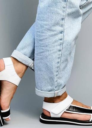 Босоножки женские черные белые кожаные на низком ходу плоской подошве из натуральной кожи 66982 фото