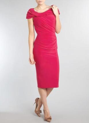 Нарядное вечернее платье с открытыми плечами