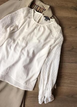 Белая блуза в горох