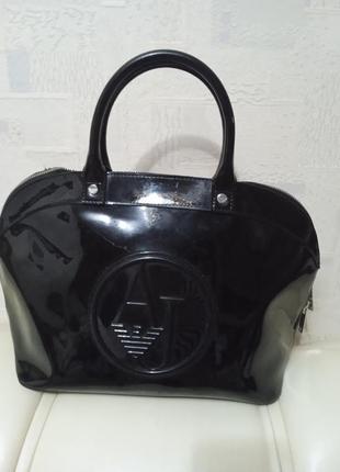 Лаковая сумка armani ( оригинал)