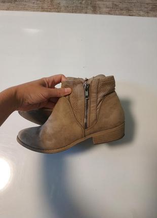 Текстильные бежевые ботинки