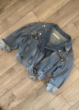 Стильная укороченная джинсовая куртка