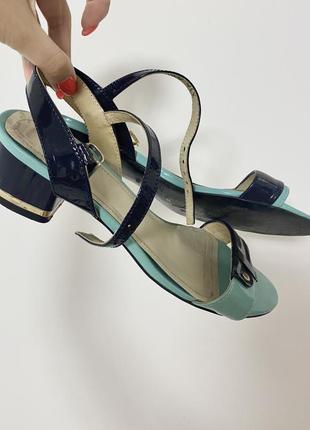 Босоножки сандали на низком каблуке бирюзового и синего цвета натуральная кожа