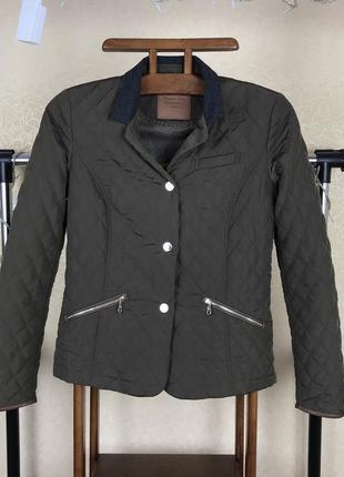 Стеганая классическая  куртка massimo dutti с контрастным воротом ( стеганка) vn5 cos zara