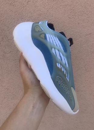 Женские демисезонные кроссовки adidas yeezy 700 v3