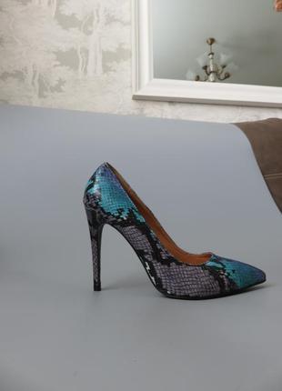 Туфли женские missguided (англия). туфли с змеиным принтом.