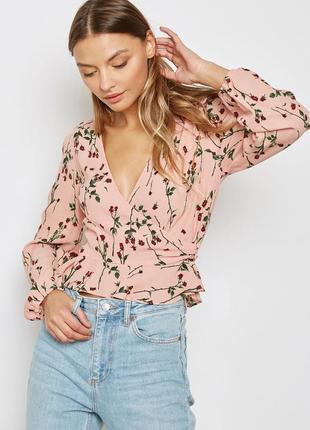 Роскошная блузка на запах в мелкие цветы topshop