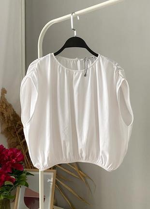 Белый оверсайз топ футболка с массивными плечами zara