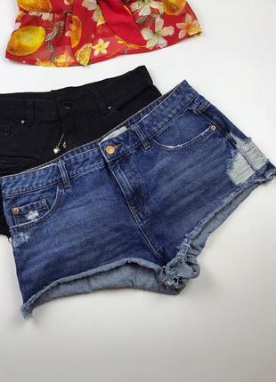 Круті джинсові шорти з потертостями