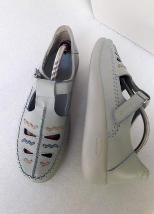 Hotter повністю шкіряні туфлі на  танкетці в ідеальному стані  37, 5 р.