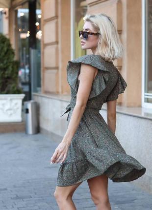 Платье в принт с воланами