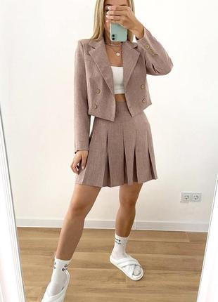 Льняной костюм укороченный пиджак и юбка плиссе