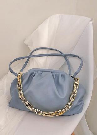 Голубая сумка через плечо сумочка клатч кроссбоди с цепью боттега пельмень облако