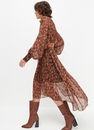 Очень красивое полупрозрачное платье миди reserved с поясом.