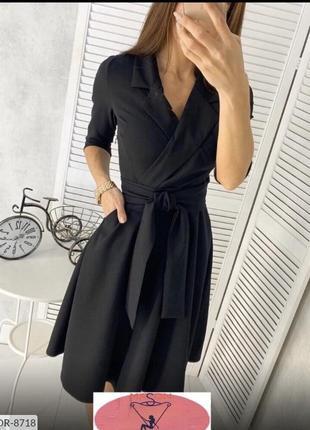 Чёрное платье на запах с поясом