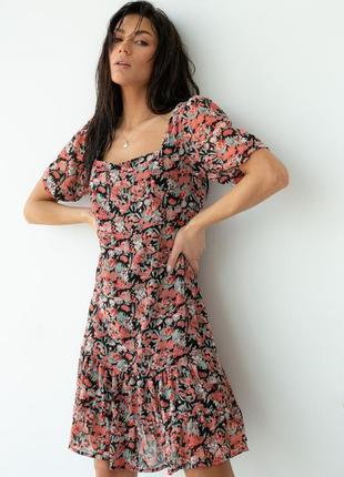 Шифоновое платье с квадратным вырезом
