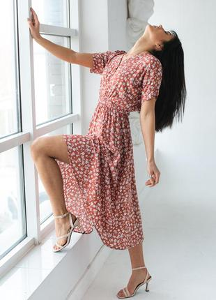 Платье миди на резинке с короткими рукавами