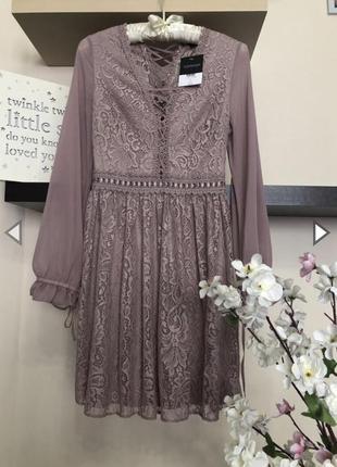 Шикарное и очень нежное короткое кружевное платье с шифоновыми рукавами