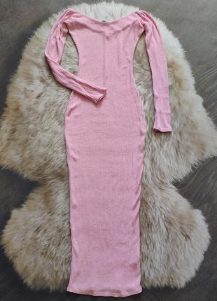 Нежное фактурное платье миди с открытыми плечами