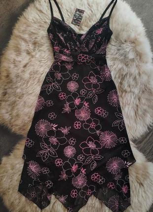 Платье миди асимметричной длины в нежных цветах