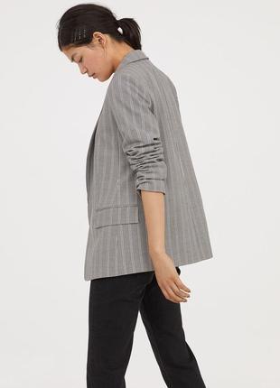 Длинный серый пиджак h&m в полоски , вискоза в составе