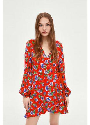 Модное красное платье в цветочный принт