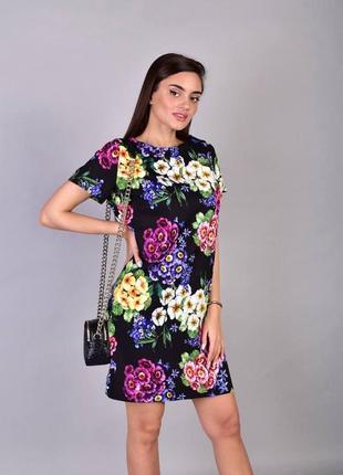 Мега стильное, очень красивое платье с цветочным принтом.