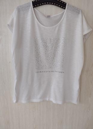 Біла футболка