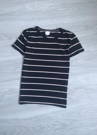 Чёрная базовая футболка в полоску
