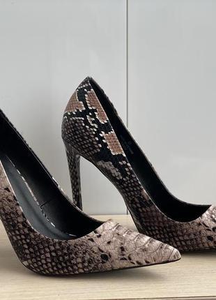 Туфли , лодочки , туфли со змеиным принтом