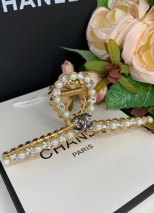 Краб для волос брендовый в золоте c жемчугом и цирконами