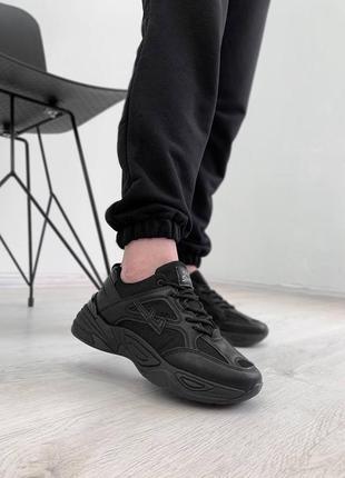 Черные базовые кроссовки