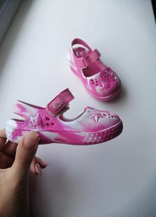 Закрытые босоножки, туфельки из пенки типа кроксов
