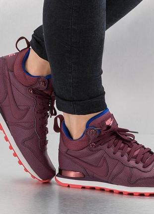 Высокие кроссовки ботинки