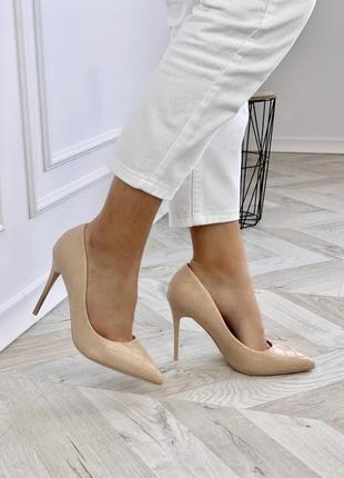 Бежеві туфлі-лодочки з еко-шкіри на шпильці