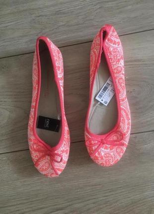 Туфли низкий каблук туфли next дорогой бренд новая вещь есть бирка
