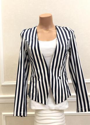 Пиджак, жакет в бело-синюю полоску с гипюром