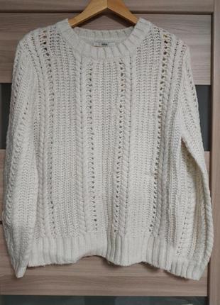 Нежный красивый свитер цвета айвори
