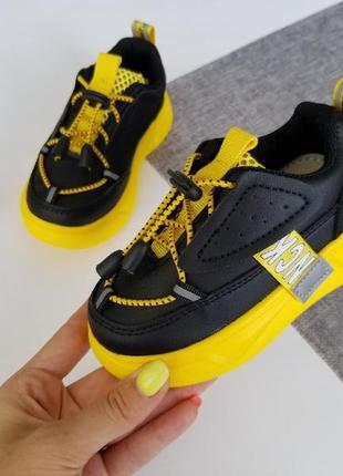 Незвичайні, стильні та яскраві кросівки для