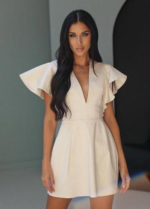 Платье с оборками на рукавах