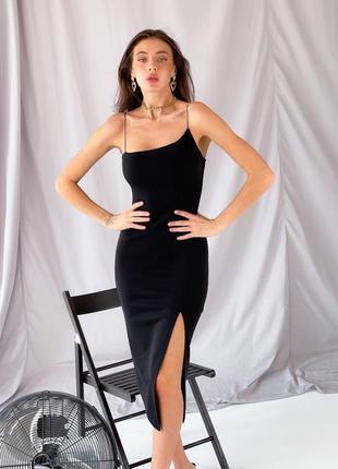 Женское чёрное платье с разрезом на бретельках