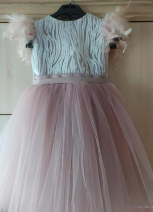 Красивое пышное платье  в  цвете моко