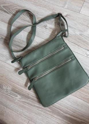 Красивая кожаная сумка кроссбоди фисташкового цвета олива