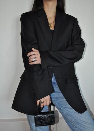 Идеальный чёрный базовый шерстяной пиджак/жакет от бренда avant-premiere.