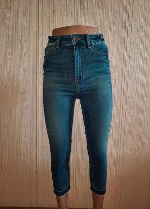 Стильные укороченные джинсы высокая посадка