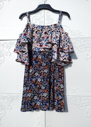 Пёстрое разноцветное платье с воланами открытые плечи цветочный принт boohoo
