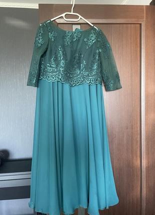 Изумрудное вечернее платье в пол